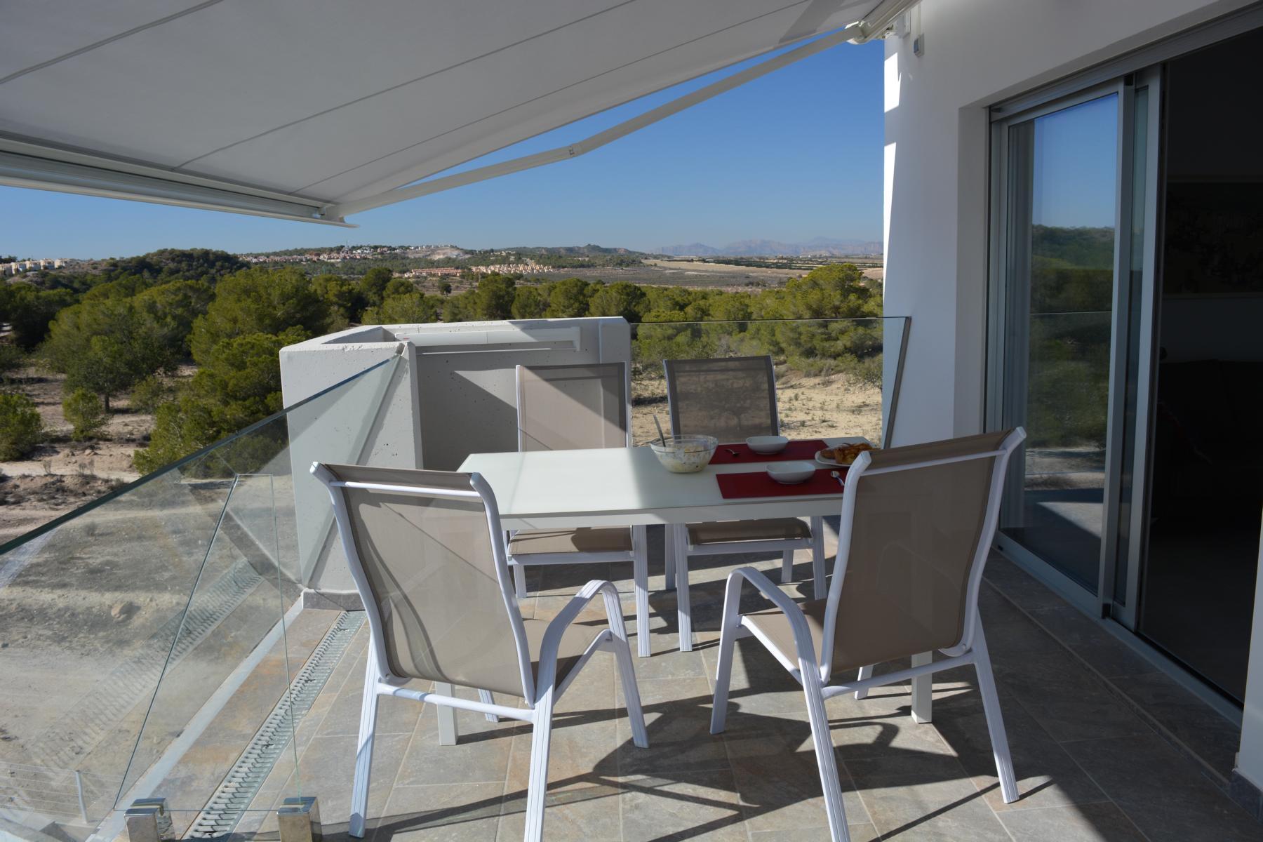 Balkon mit Sonnenstore